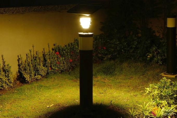 550lm IP65 Solar LED Garden Lights 2000 Times Charge Cycle For Yard Piller Villa Pole