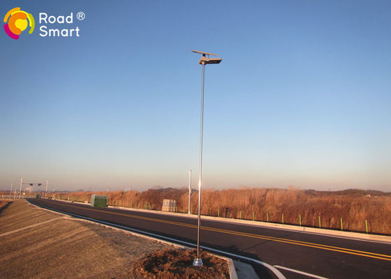 China IP65 MPPT Integrated Solar Street Light With High Efficiency Solar Panel 80W distributor